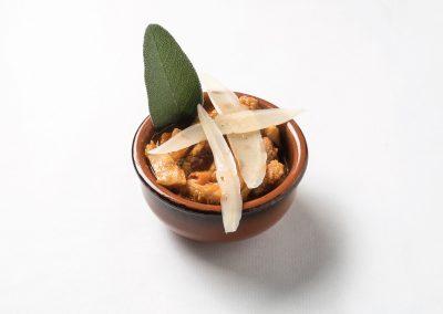 CAZOLETA: GRAN BUSEKA Cazuela italiana de mondongo, panceta ahumada, chorizo, porotos blancos y verdura. Apta celíacos