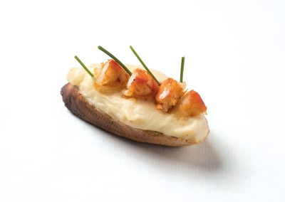 TAPA: Izarbe Tosta de aromas y sabores de la tierra y la mar. Patata y gamba.