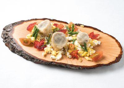 CAZOLETA: Otoño en el  alto Aragón Pan bao relleno de salteado de champiñones y boletus, y huevo revuelto.