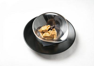 TAPA POSTRE: Crema de Guindones Crema de leche, huevos y ciruelas pasas. Se sirve con nueces picaditas por encima y un chorrito de licor. Apta Celíacos