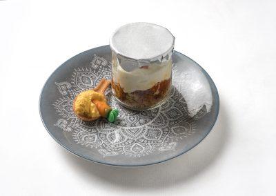 TAPA POSTRE: Carrot cake  Bizcocho de zanahoria, confitura de zanahoria y naranja y mousse de queso, yogurt y chocolate blanco.