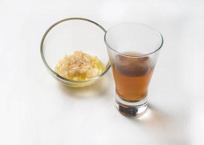 CAZOLETA: Lágrimas de queso por la cebolla  Sopa de cebolla sobre crema de queso O Xortical.