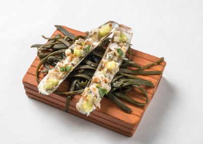 TAPA: Ensis Navaja con dashi de apio y crema de ajo blanco. Apta Celíacos